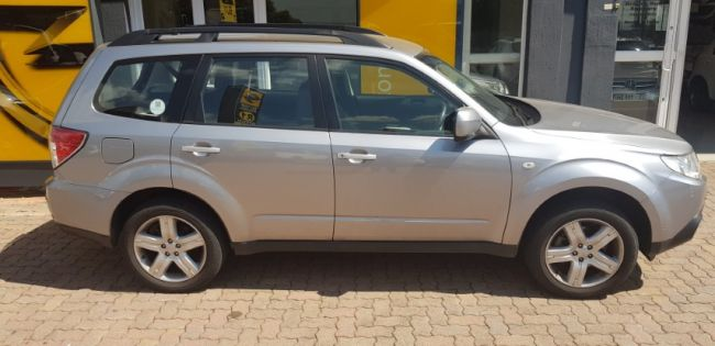 Automatic Subaru Forester 2010 for sale