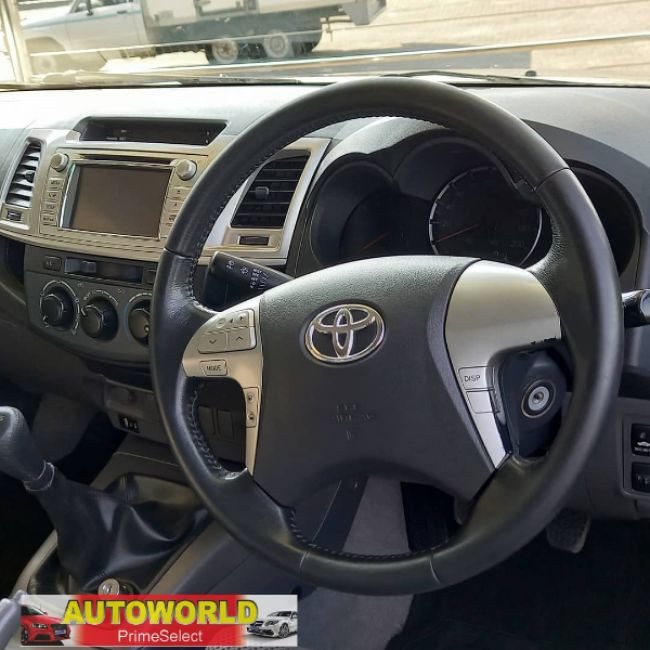 Manual Toyota Hilux 2013 for sale