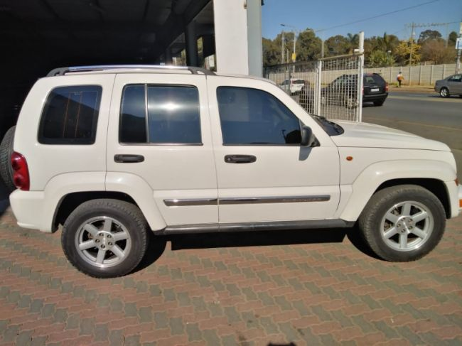 2007 Jeep Cherokee  3.2L Limited for sale - 37