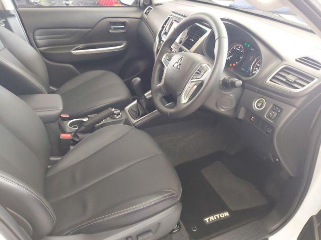 Mitsubishi Triton 2021  2.4DI-D double cab 4x4 for sale